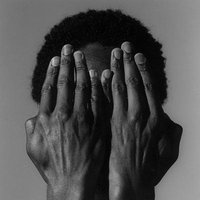mani sul viso